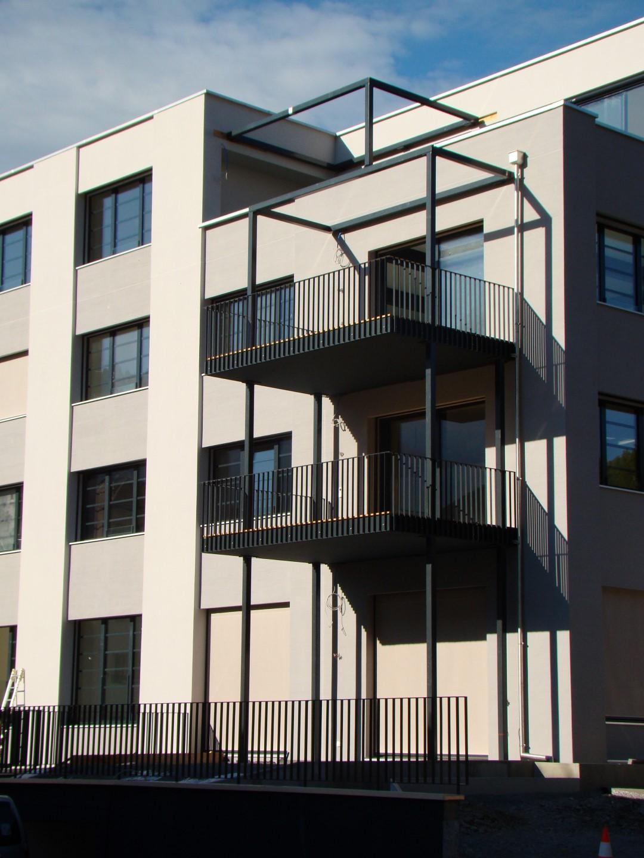 balkon mit holzboden referenz angebot joos metall. Black Bedroom Furniture Sets. Home Design Ideas